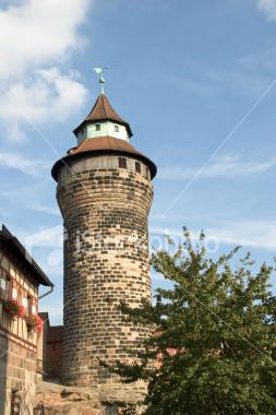 ist2_2273783-sinwell-tower-of-nuremberg-castle