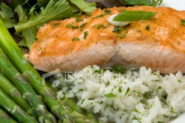 ist2_6198492-salmon-gourmet-dinner